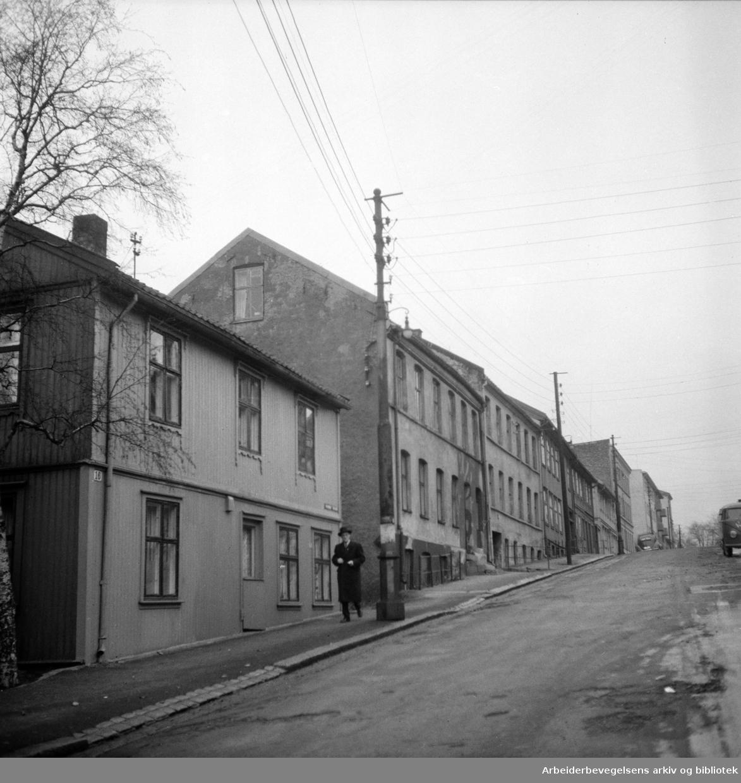 Kampen, gammel bebyggelse. Norderhovgata. Desember 1955