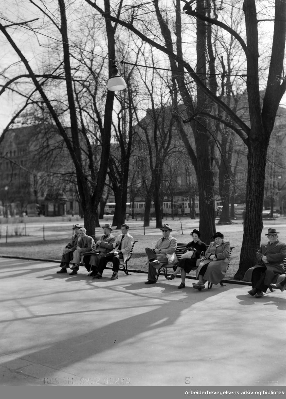 Karl Johans gate. April 1952
