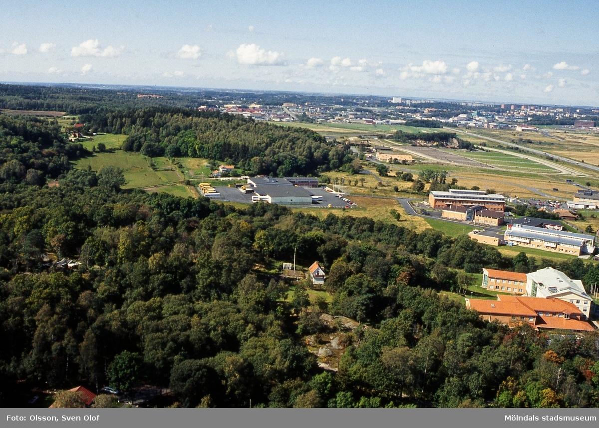 Vy från Riskullaverkets skorsten mot Balltorp, Mölndal, i september 1993.