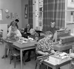Terapiverksamhet på Holmgårdens ålderdomshem vid Åkroken. De