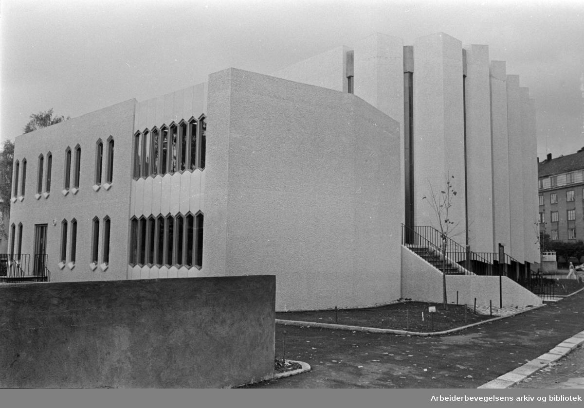 Frogner: Den amerikanske Oslo-kirke åpnet. Oktober 1964