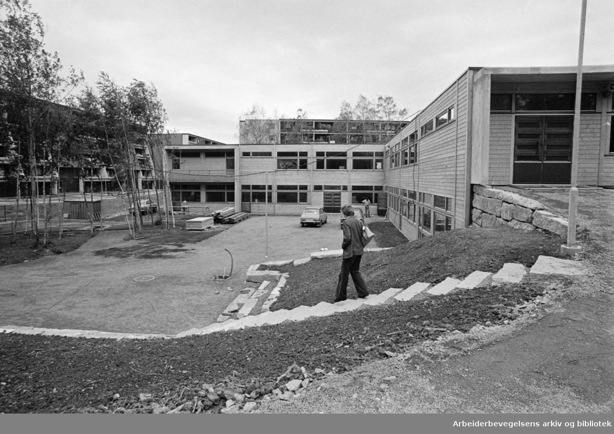 Fossum - Stovner. Fossumberget skole. August 1976