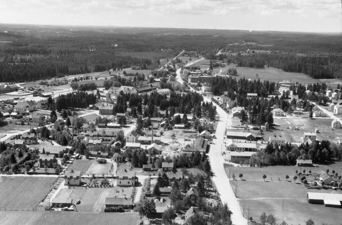 Flygfoto över Smålandstenar i Jönköpings län. Nr G 2031