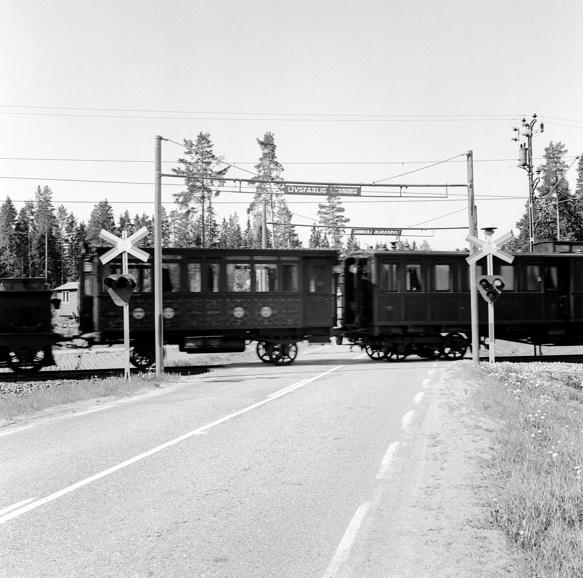 Järnvägsmuseet flyttar från Stockholm till Gävle. SJ 5 Kunglig audiensvagn, SJ 1862 Drottning Sofias salongsvagn mellan Uppsala och Gävle