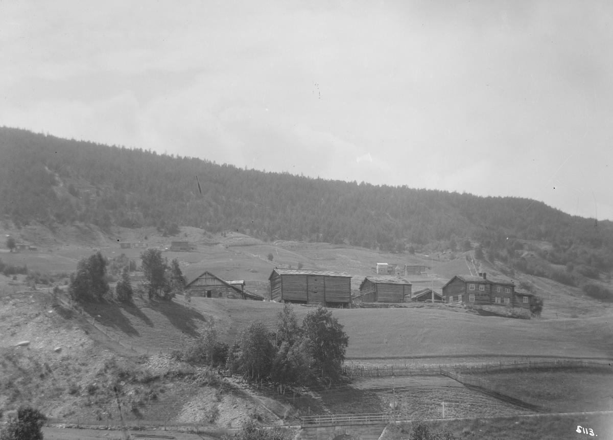 Sel. Øygarden (Øverbø). Gårdsbruk. Steinbru i forgrunnen