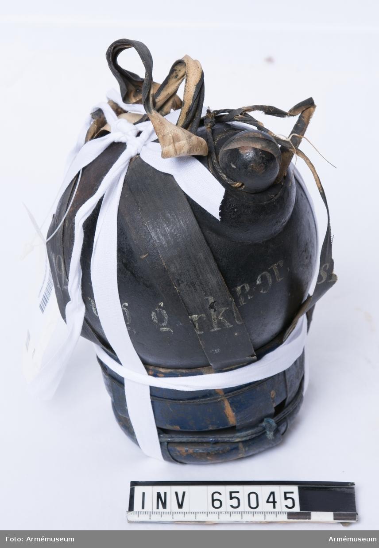 Grupp F II. 12-pundig granatkartesch, Norge, till slätborrad materiel. Drivspegeln har lossnat från själva granatkarteschen.