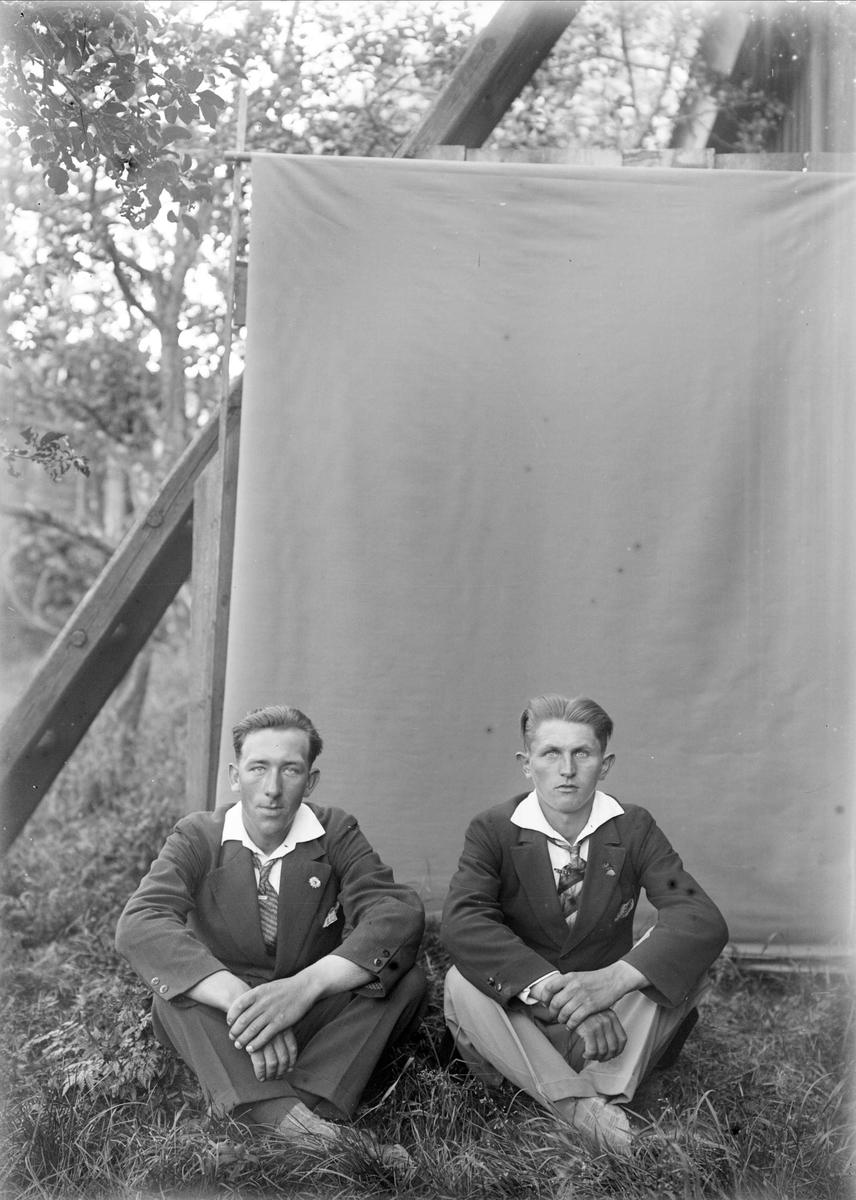 """Dansbanspelmännen Gunnar Karlson Rung och Gunnar Petterson Blomsterholm"", Altuna socken, Uppland 1929"