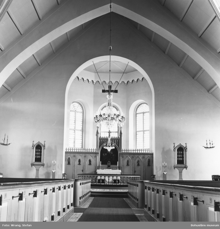 """Text till bilden: """"Kville kyrka. Interiör mot öster""""."""