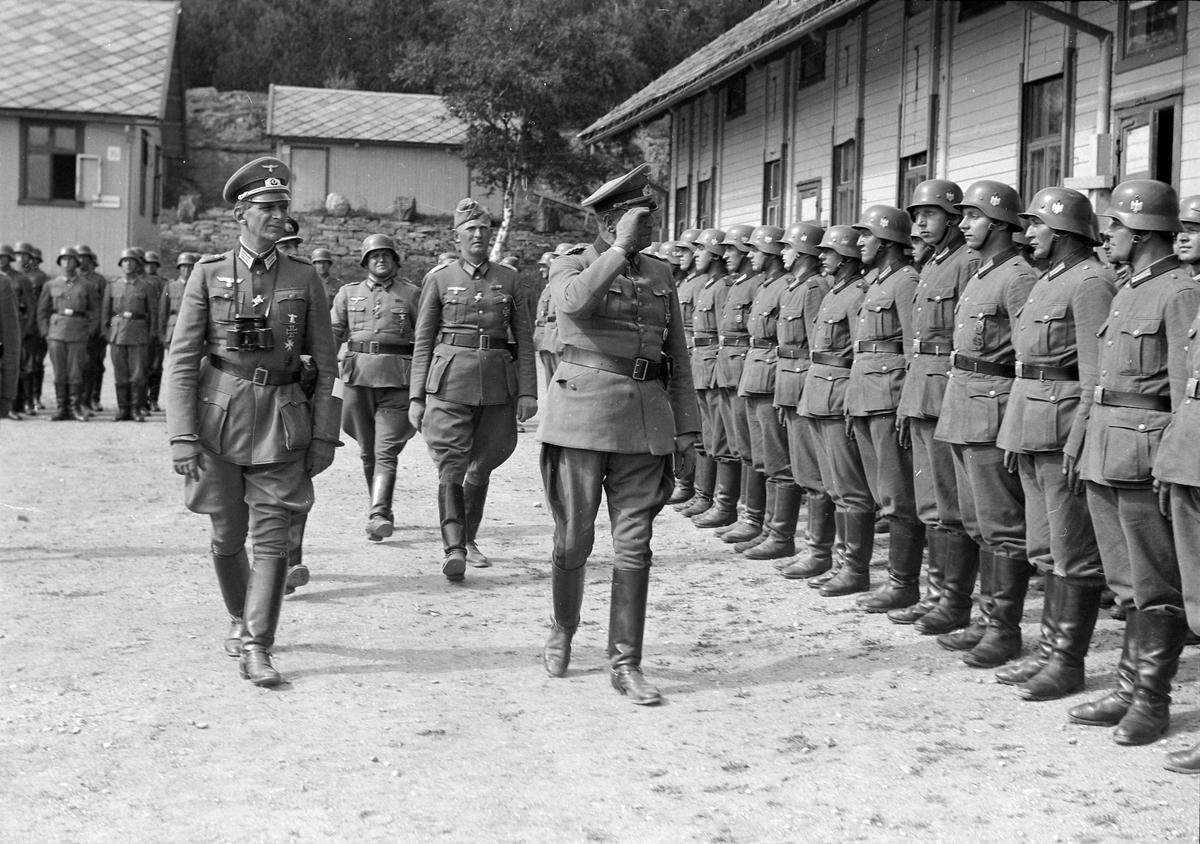 Tysk general inspiserer troppene på Hysnes fort