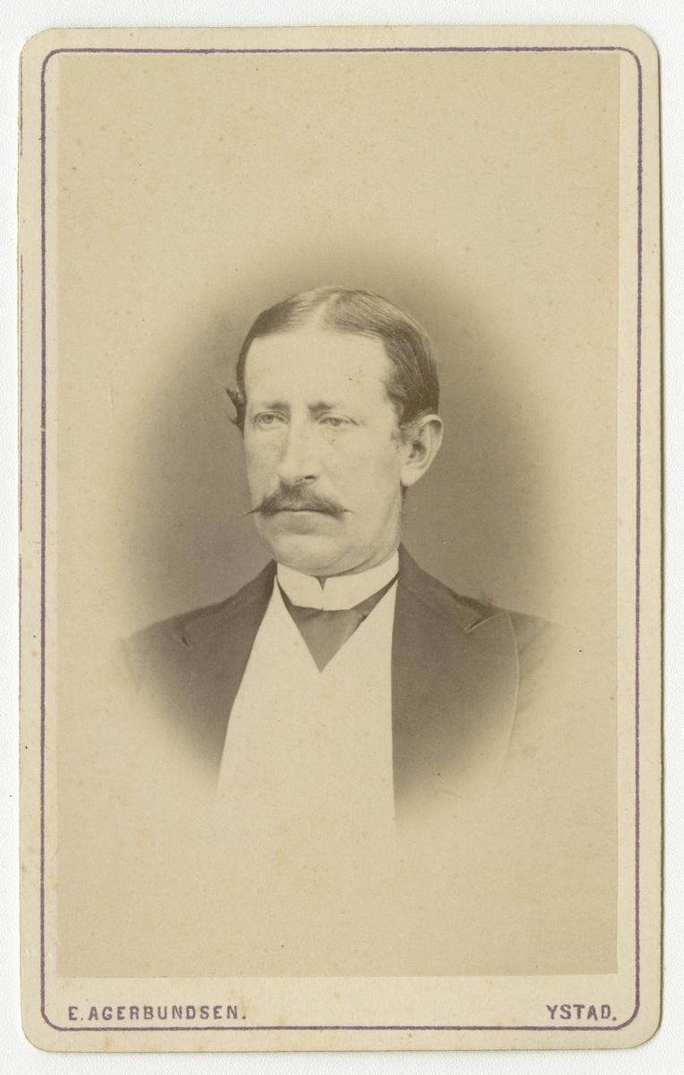 Porträtt av Fredrik Eberhard Julius Rosenblad, ryttmästare vid Skånska dragonregementet K 6.