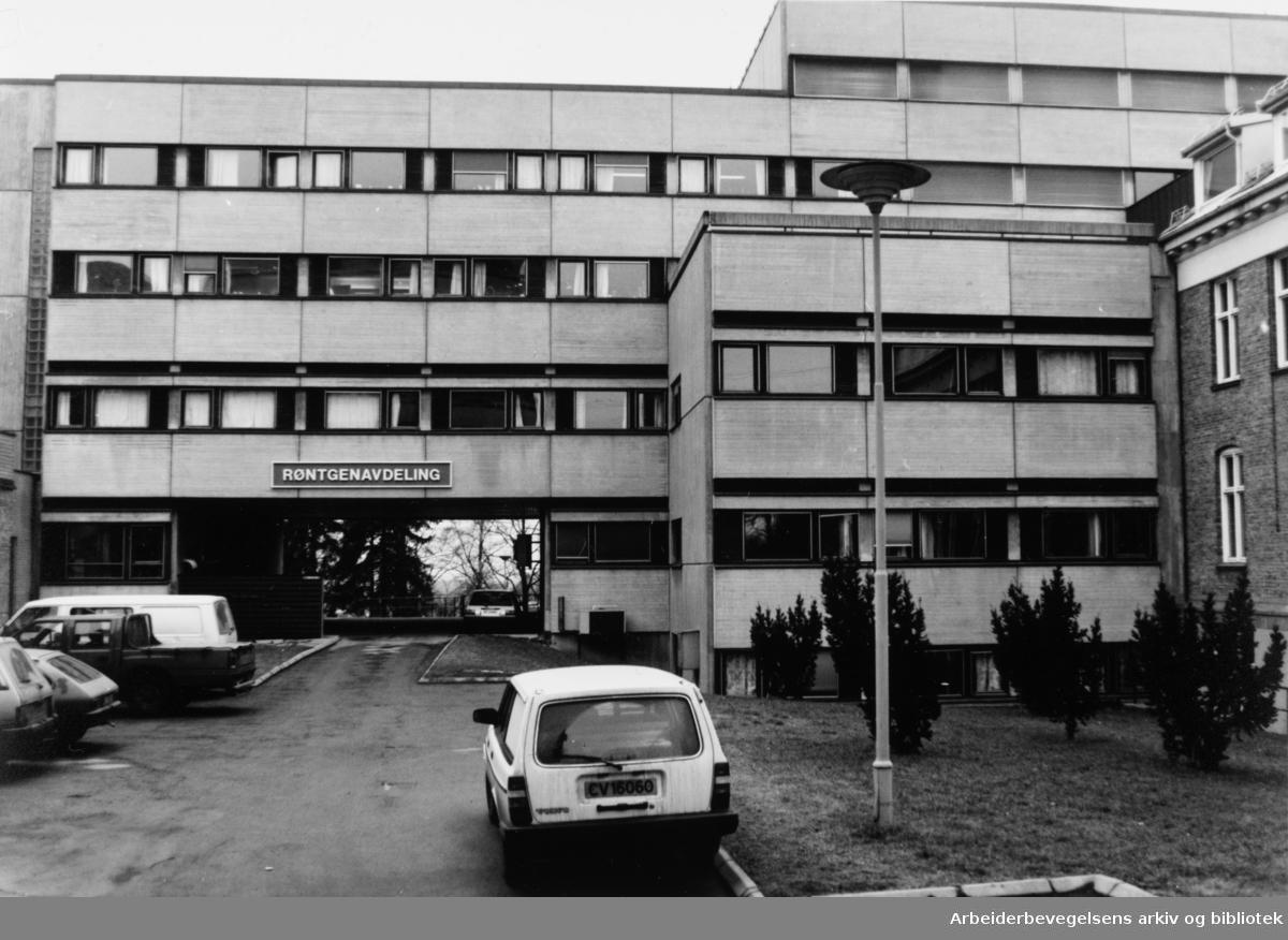 Aker sykehus. Røntgenavdeling. Eksteriør. Februar 1992