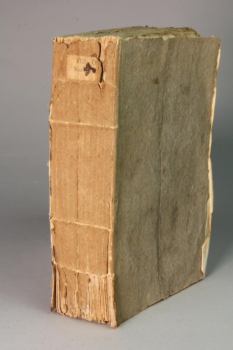 """Bok, häftad, """"État ou tableau de la ville de Paris."""", tryckt 1761 i Paris. Pärm av gråblått papper, oskurna snitt. På ryggen pappersetikett med samlingsnummer. Anteckning om inköp."""
