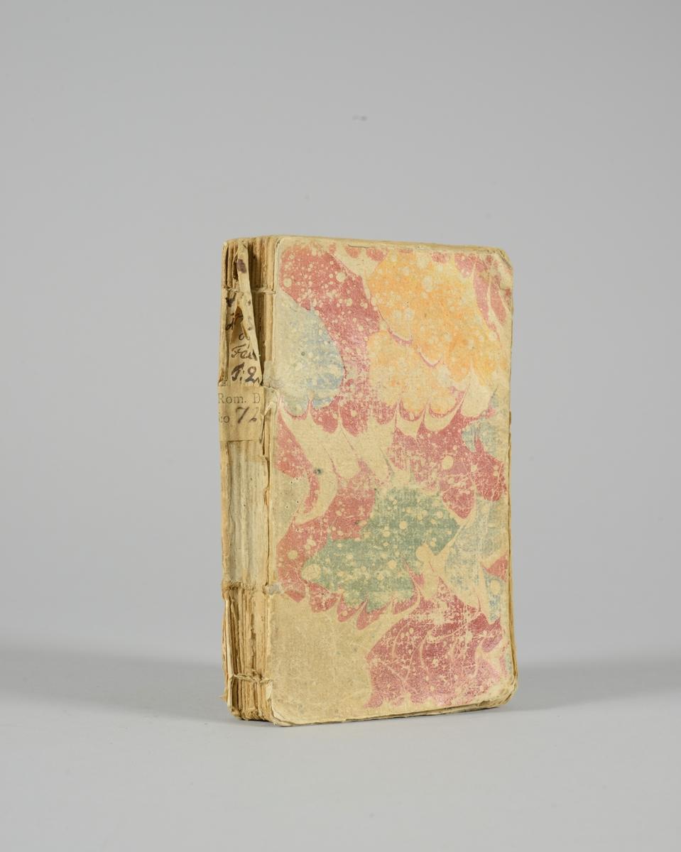 """Bok, pappband, """"Le cabinet des fées"""", del 2, tryckt 1717 i Amsterdam. Marmorerade pärmar, blekt rygg med etiketter med bokens titel och nummer. Oskuret snitt. Med kopparstick."""
