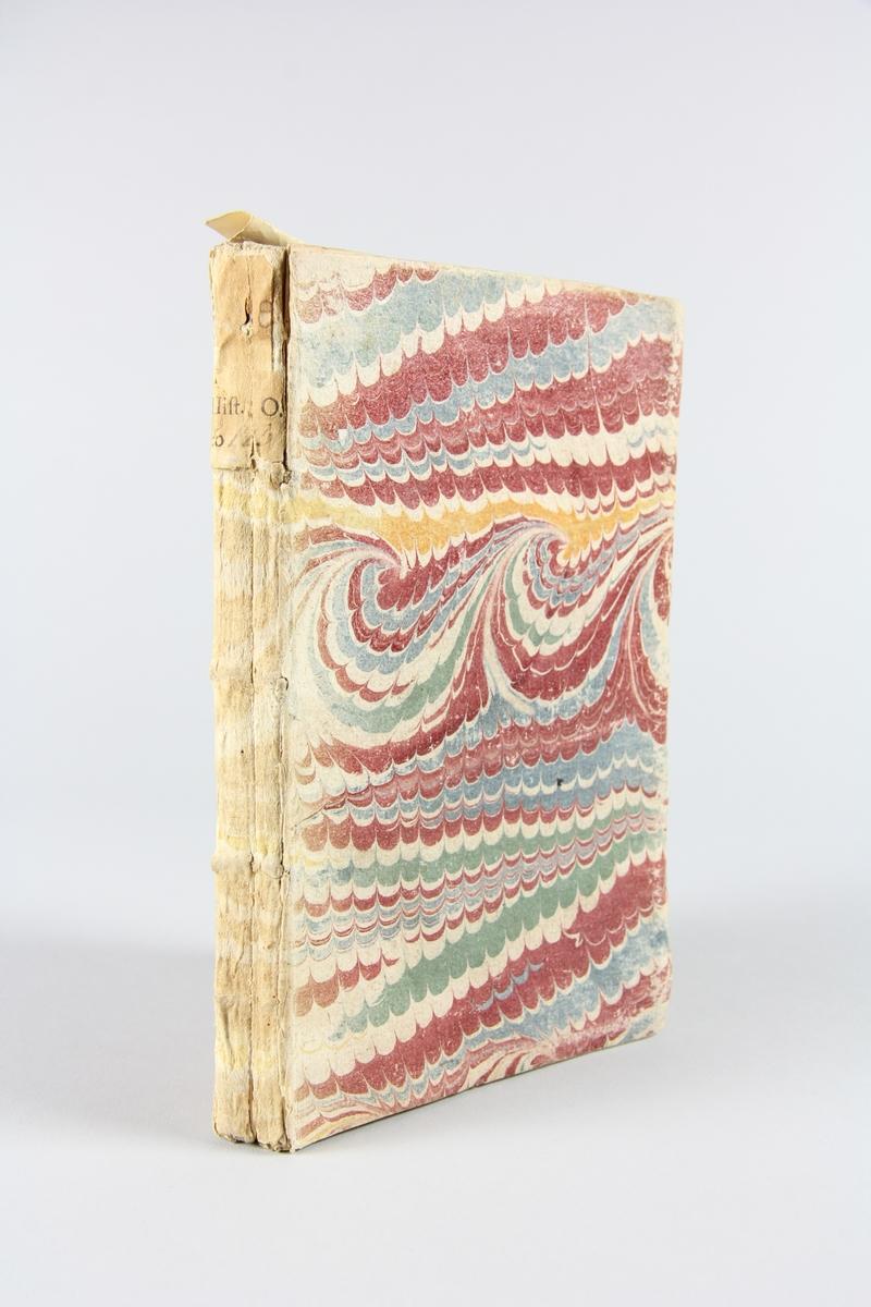 """Bok, häftad,  """"Description géographique historique et politique du Roiaume de Sardaigne"""", tryckt 1718  i Köln. Pärm av marmorerat papper, oskuret snitt. På ryggen etikett med titel och samlingsnummer. Anteckning om inköp."""