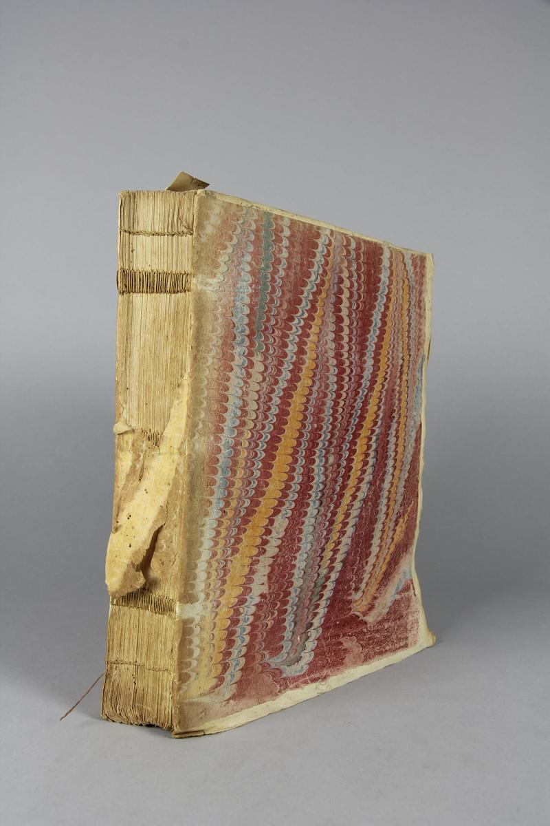 """Bok, häftad """"Mémoires pour servir à l'histoire du XVIII siecle"""" del 13. Pärmar av marmorerat papper, blekt och skadad rygg. Anteckning om inköp."""
