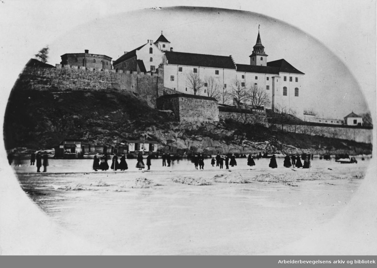 Akershus Festning. Pipervika med skøytebane. Ca. 1870