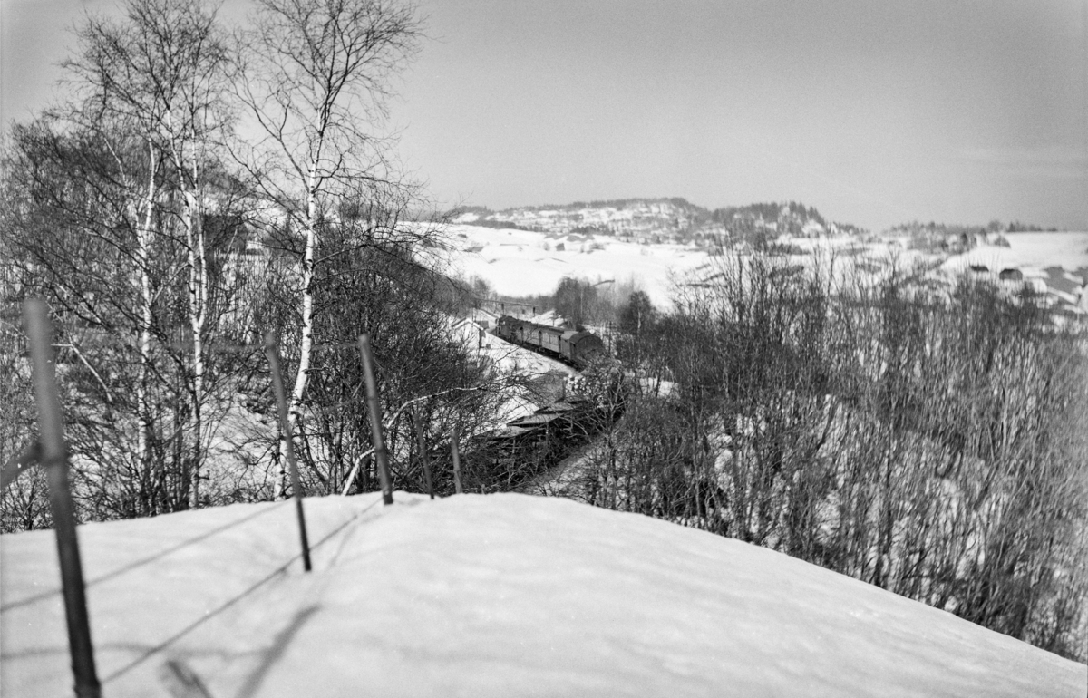 Godstog 5715 fra Alnabru over Rørosbanen til Trondheim. Toget trekkes av damplokomotiv type 63a nr. 5847 og type 26c nr. 432.