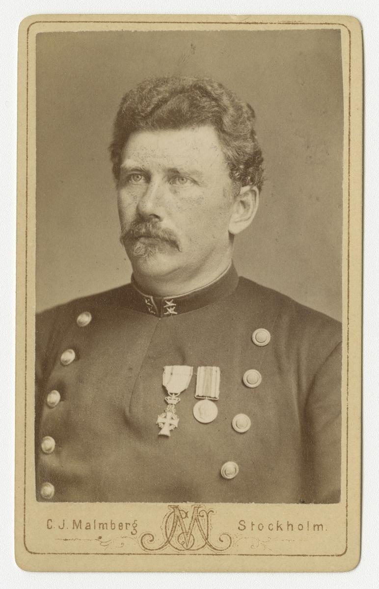 Porträtt av Oscar August Westerlund, löjtnant vid Dalregementet I 13. Se även bild AMA.0021807 och AMA.0021820.