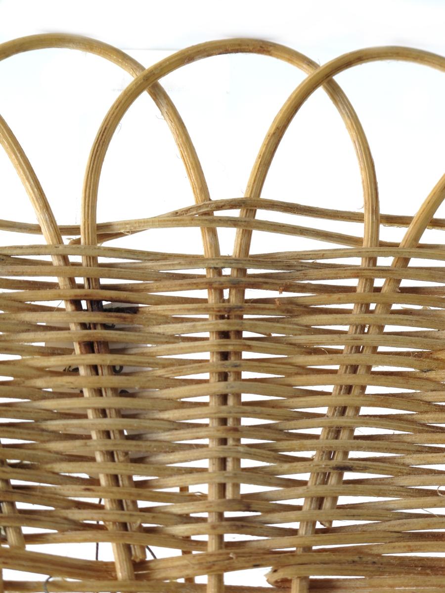 Oval flettet bordskåner av peddik.