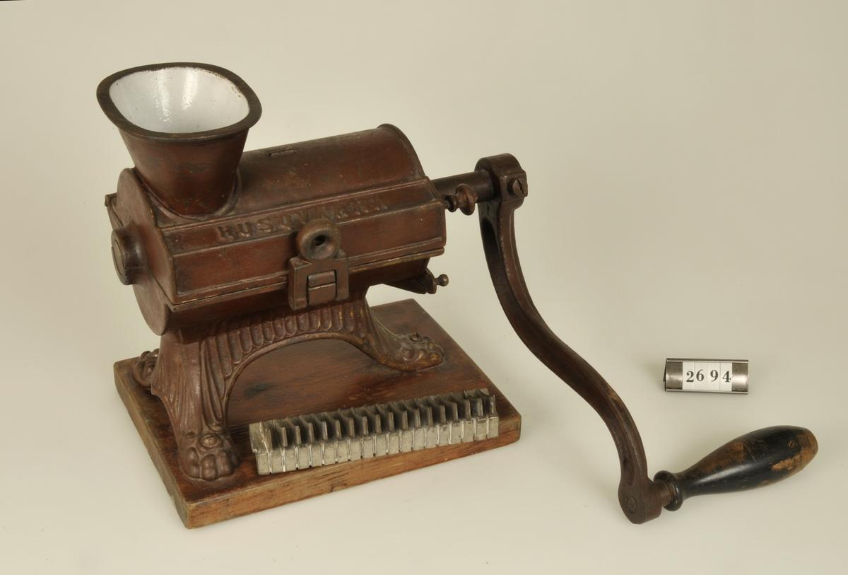 Köttkvarn av äldre typ. Husqvarnas äldsta modell som började tillverkas omkring 1890.