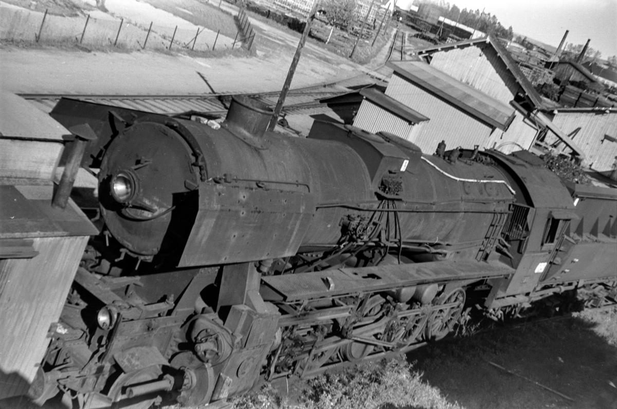 Hensatt damplokomotiv type 63a nr. 5810 på Lillestrøm stasjon.