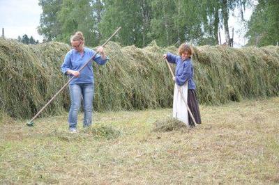 Anne Grete og Karen Elise hesjer på Folkenborg juli 2012. Foto/Photo