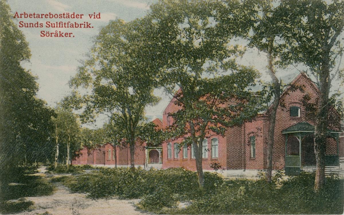 Arbetarbostäderna vid Söråkers Sulfitfabrik. Kolorerat vykort.
