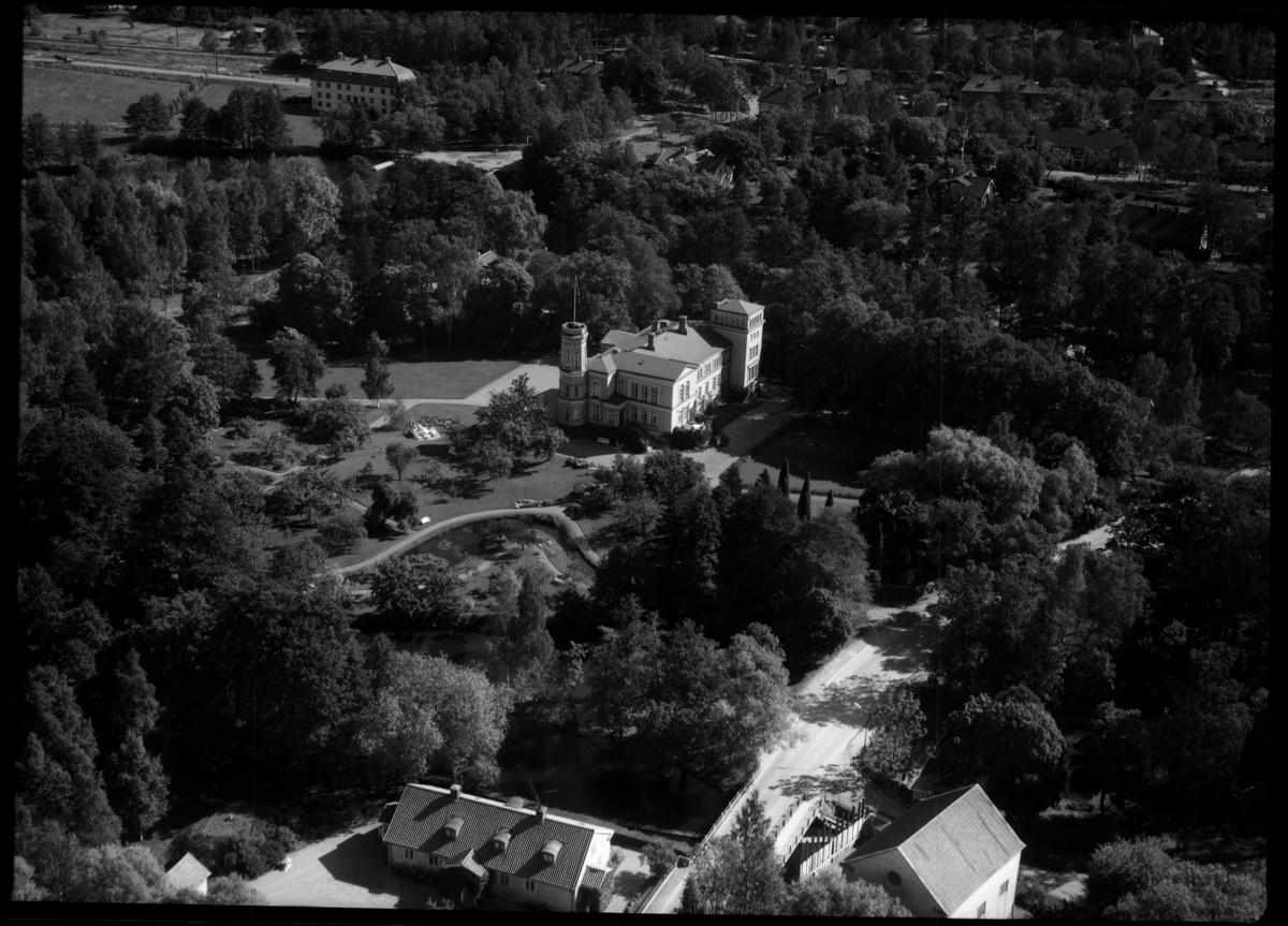 Flygfoto över Surahammars herrgård, Surahammar. Tagen 1962 av AB Flygtrafik Dals Långed.