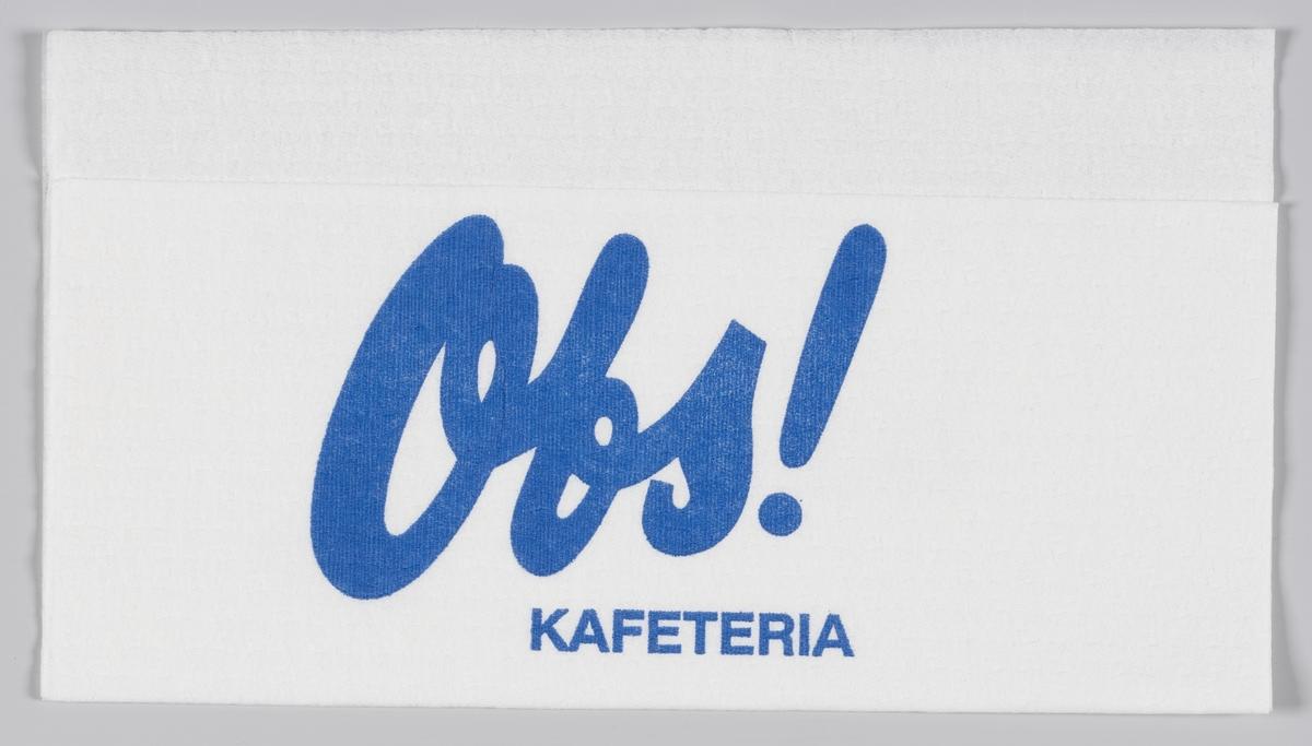 En mann med en bredbremmet hatt og reklametekst for Obs! kafeteria, Coop kaffe og Per margarin.  Samme reklame på MIA.00007-004-0217 til MIA.00007-004-0221.  Reklame for samme produkter på MIA.00007-004-0219; MIA.00007-004-0220.