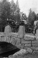 Åpningen av den nye steinvelvbroen over Dalsbekken, grensesk
