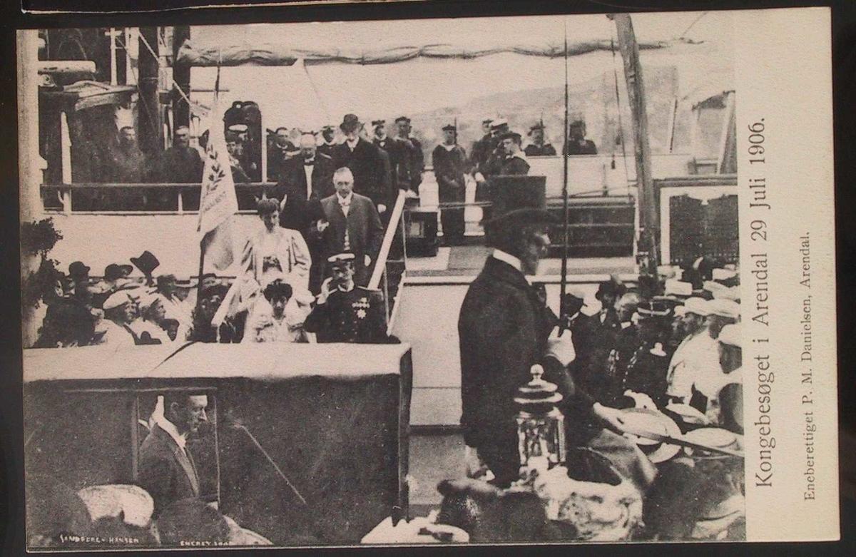 Kongebesøk i 1906, ilandstigningen. Kongen og dronningen sees på landgangen.