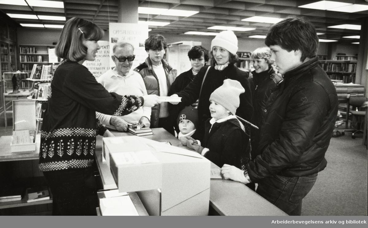 Deichmanske Bibliotek. Oppsal filial. Bibliotekar Anne Tone Manheim. Februar 1982