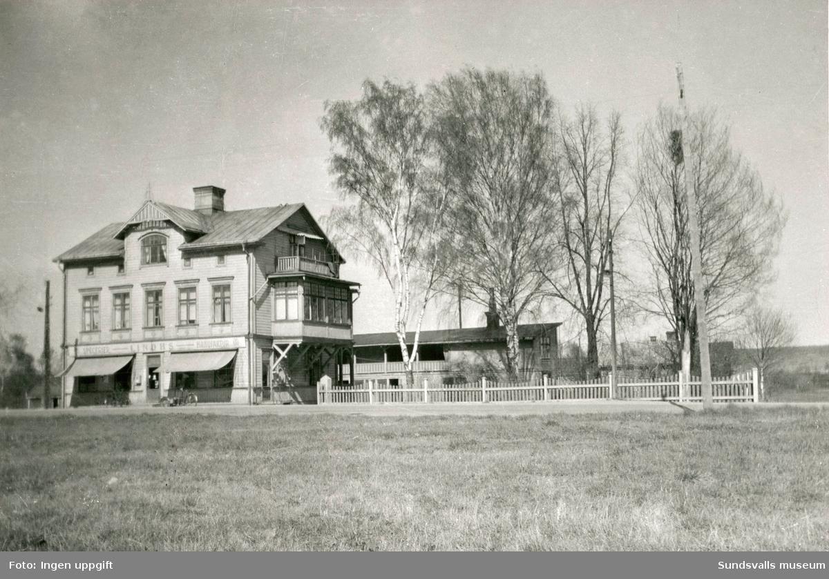 Lindhs speceributik i Kubikenborg. 1867 startade Anders Lindh från Orsa affären som var verksam i 100 år. Tre generationer Lindh drev butiken innan den stängdes 1967 för att ge plats åt nya E4 som skulle dras över tomten.