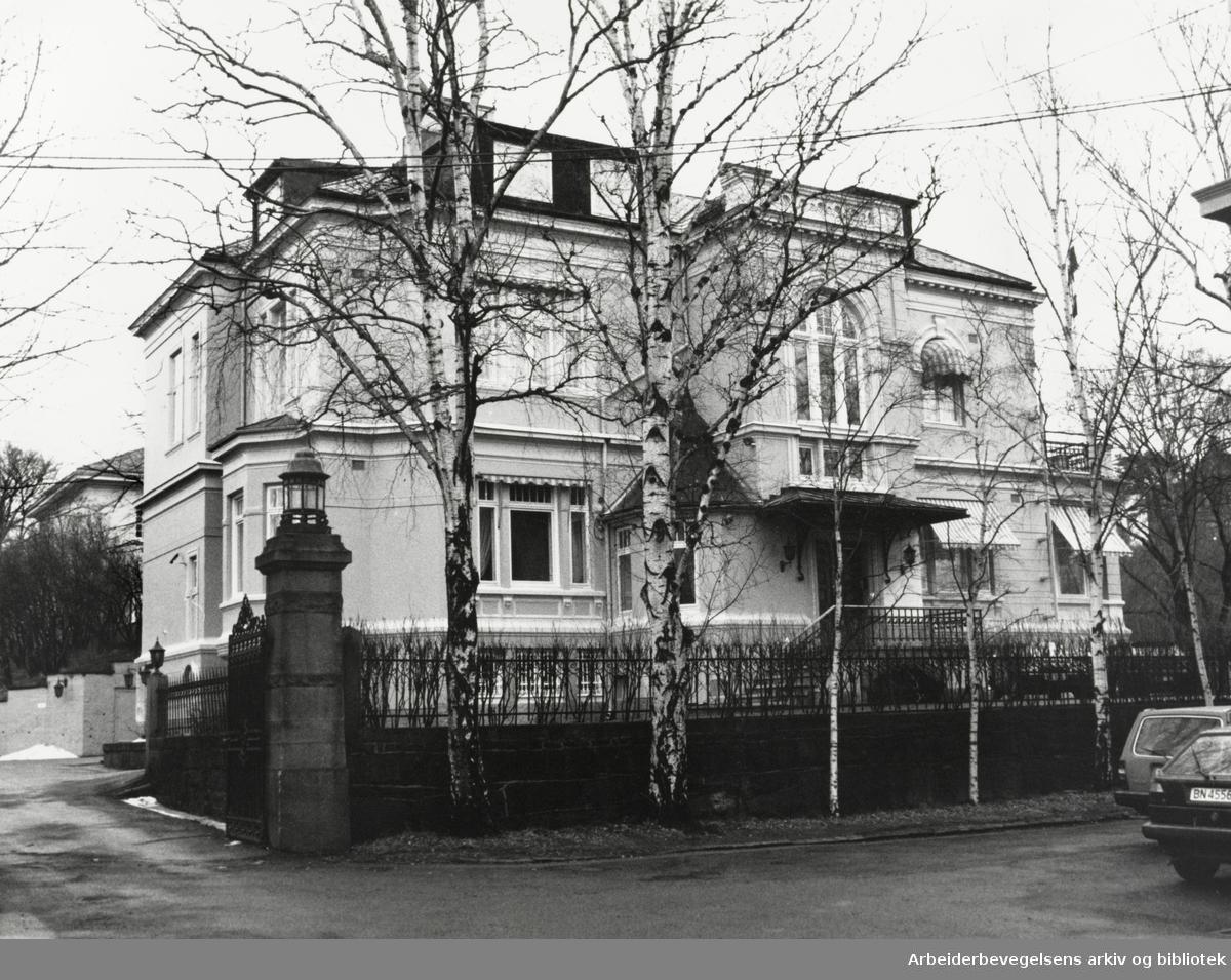 Drammensveien 88. Sør Afrikas konsulat. Desember 1989