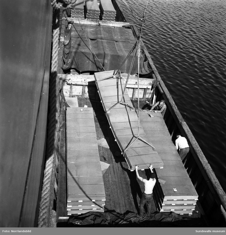 Lastning av board på Östrand.