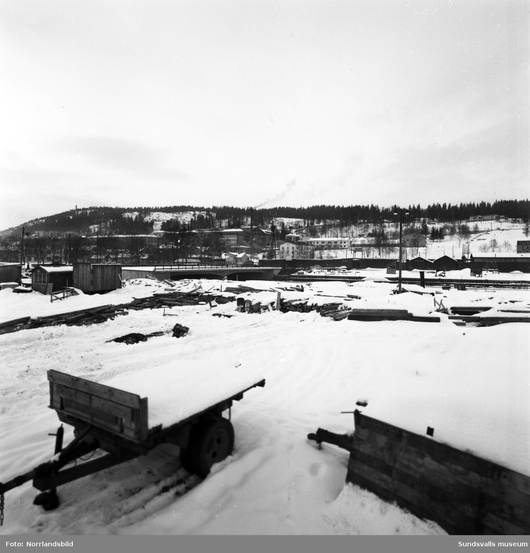 Tre bilder tagna från Finnkajen mot Norrmalm. Nya Tivolibron står snart klar. Detta är strax innan rivningen av östra delarna av det gamla Norrmalm påbörjas på platsen där SCA:s nya huvudkontor ska byggas.