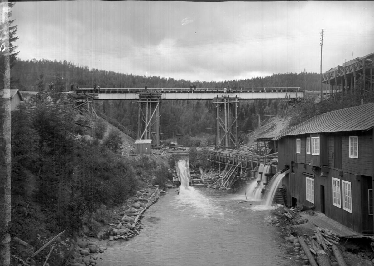 Brobygge över Önskaån mellan Långsele och Mellansel.