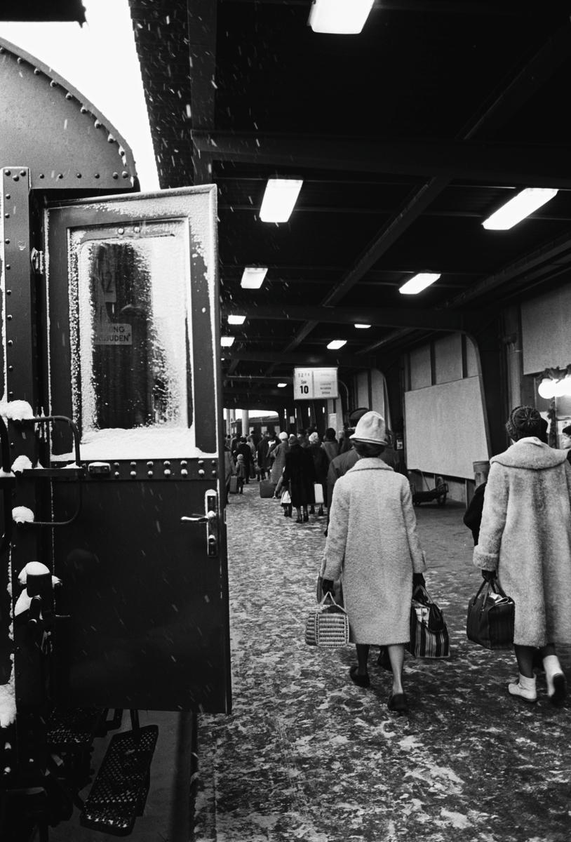 Jultrafik. Stockholm Centralstation, spår 10.
