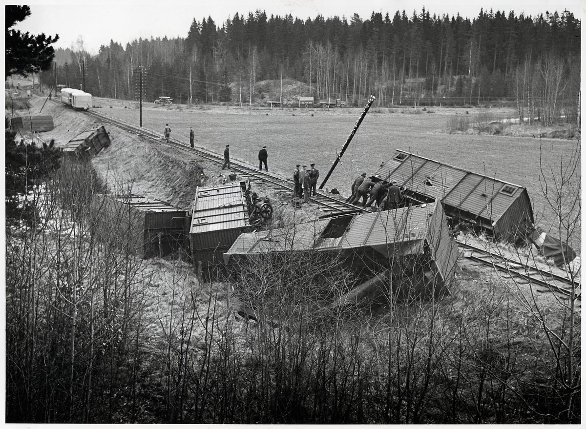 Godståg urspårat på linjen mellan Bersbo och Åtvidaberg vid Edshyttan.