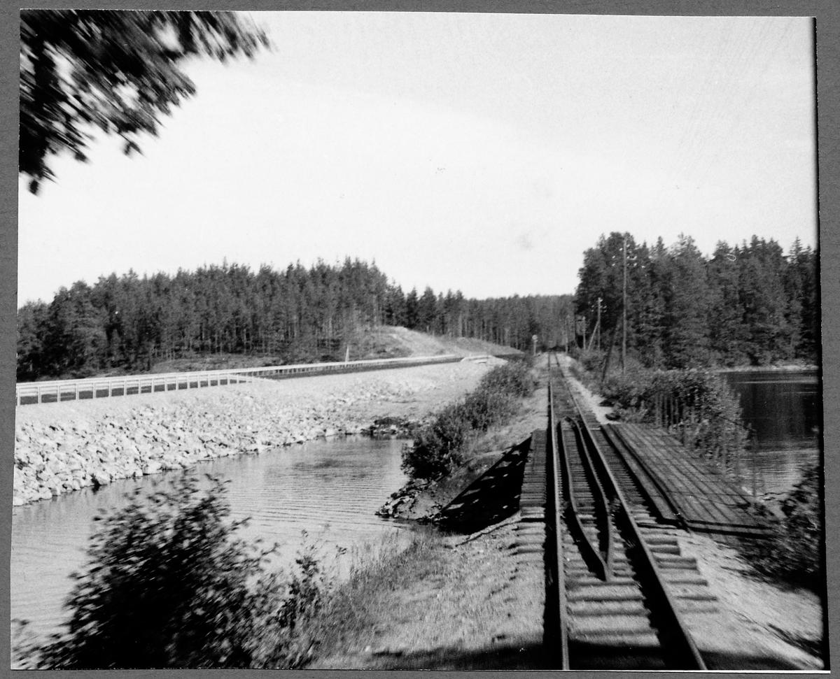 Linjen mellan Ankarsrum och Fagersand med nya riksvägen 33 vid Långsjön.