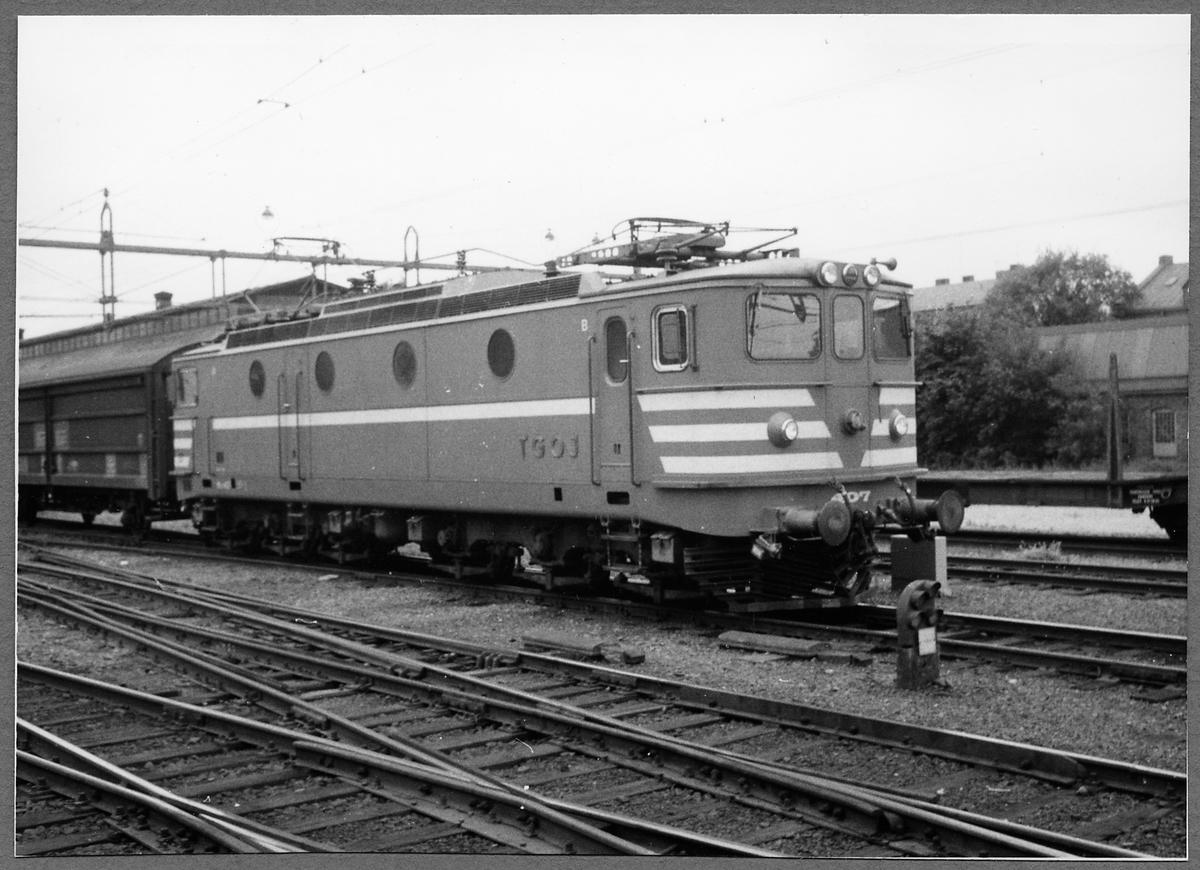 Tfv Grängesberg - Oxelösunds Järnvägar, TGOJ Ma 407. Loket tillverkat 1954 av ASEA och Falun.