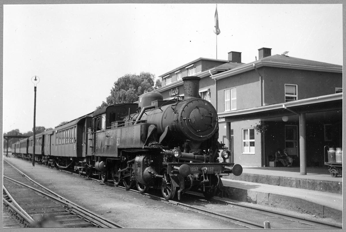 Statens Järnvägar, SJ S 1257 vid Växjö station.