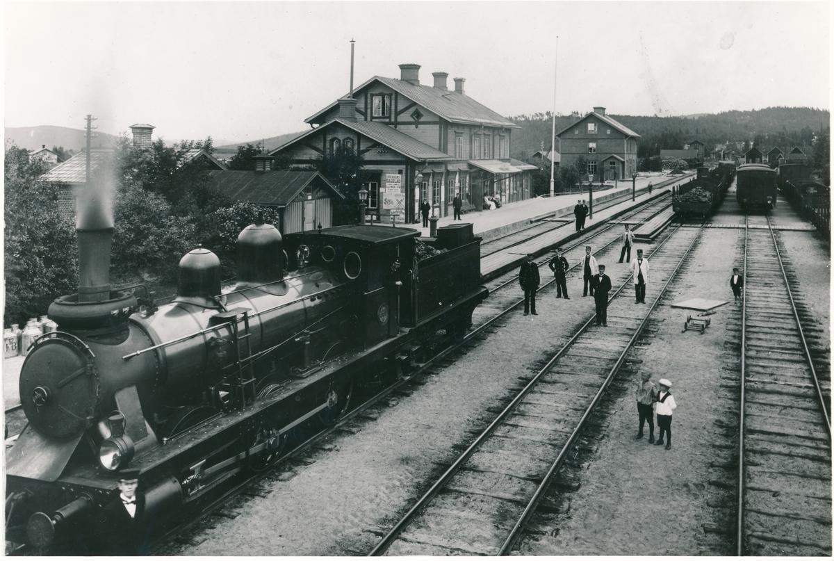 """Station anlagd 1884-86. Kc2 331 """"Per"""", tilllverkat 1885. Omlittererat 1890 til SJ Kc5 331."""