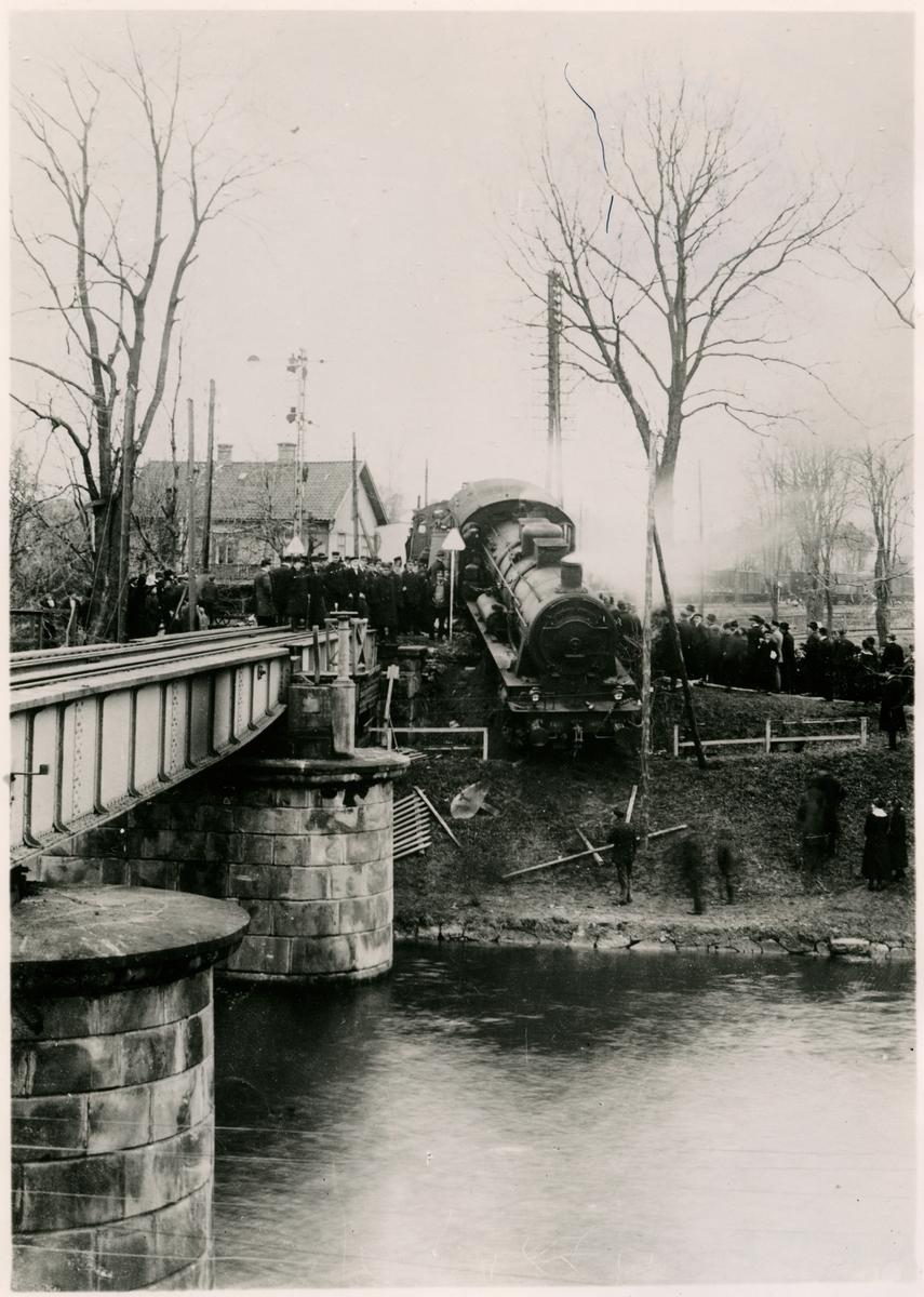 Tågolycka i Motala år 1919.  Loket är SJ Ga 1418.