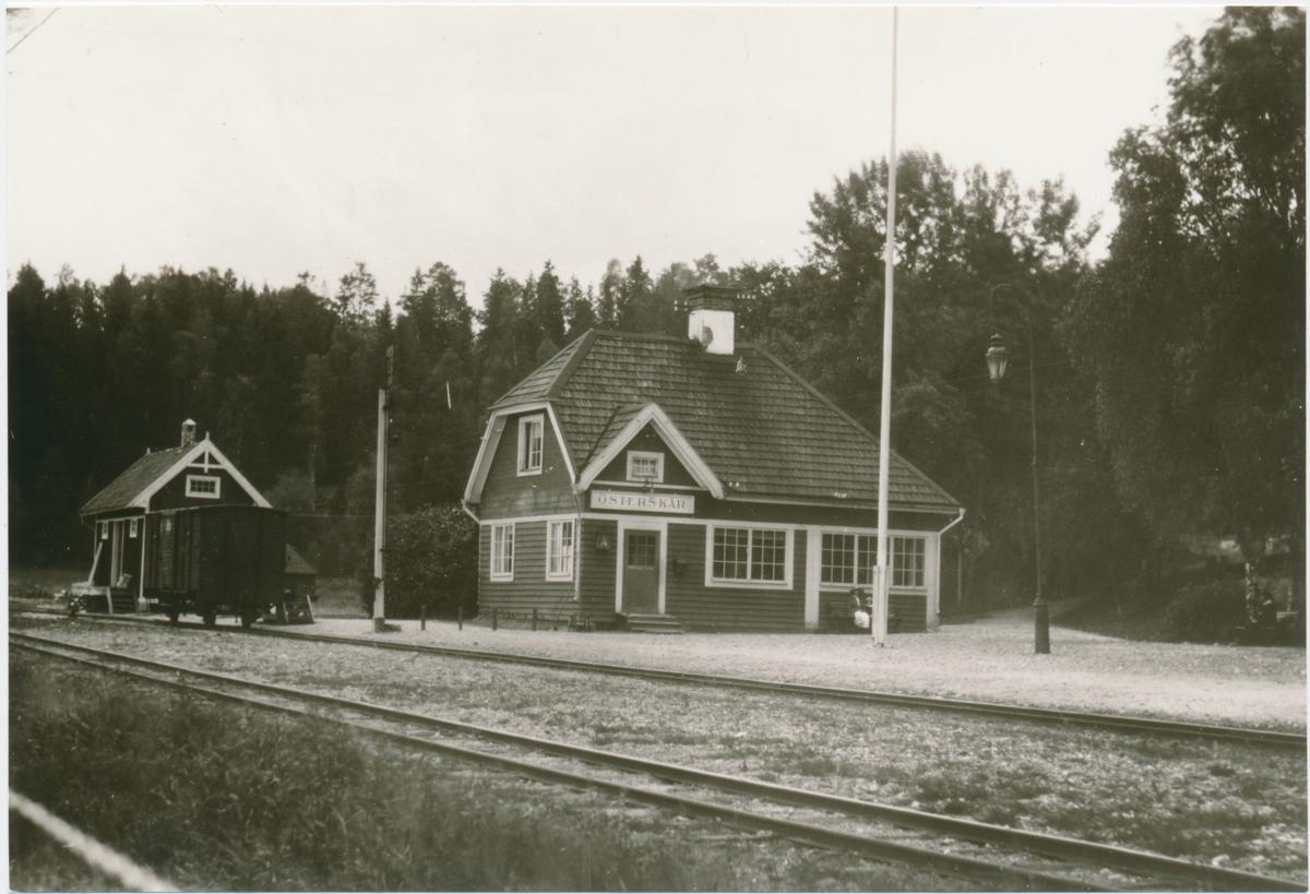 Österskärs station. Stockholm-Rimbo Järnväg, SRJ.Öppnad 1906. Eldrift 1939. Övergick till Statens Järnvägar, SJ 1959.