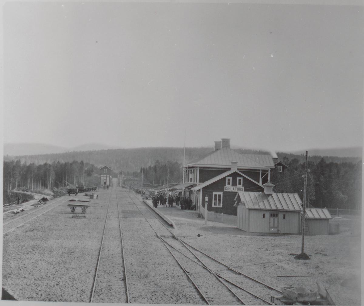 Kilafors station med gamal stavning på stationshuset.