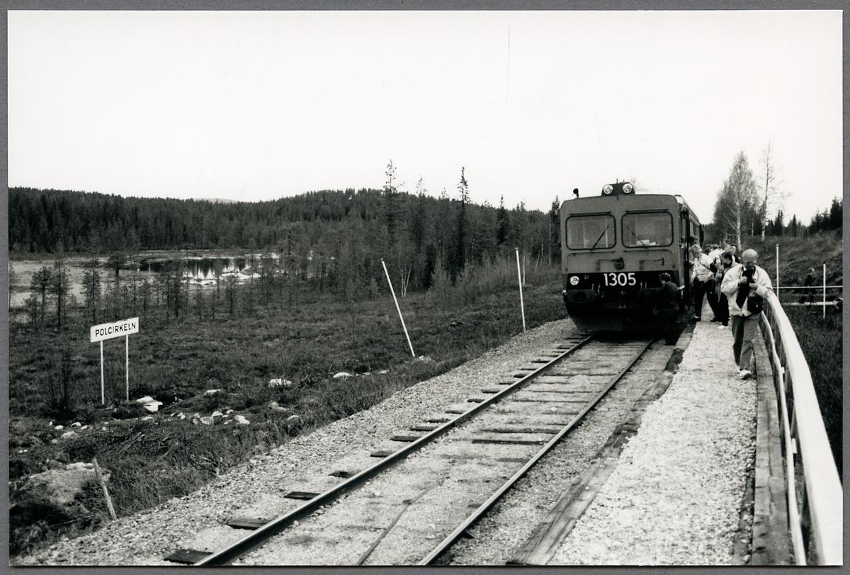 Statens Järnvägar, SJ Y1 1305  vid Geografiska Polcirkeln 1991-05-26.