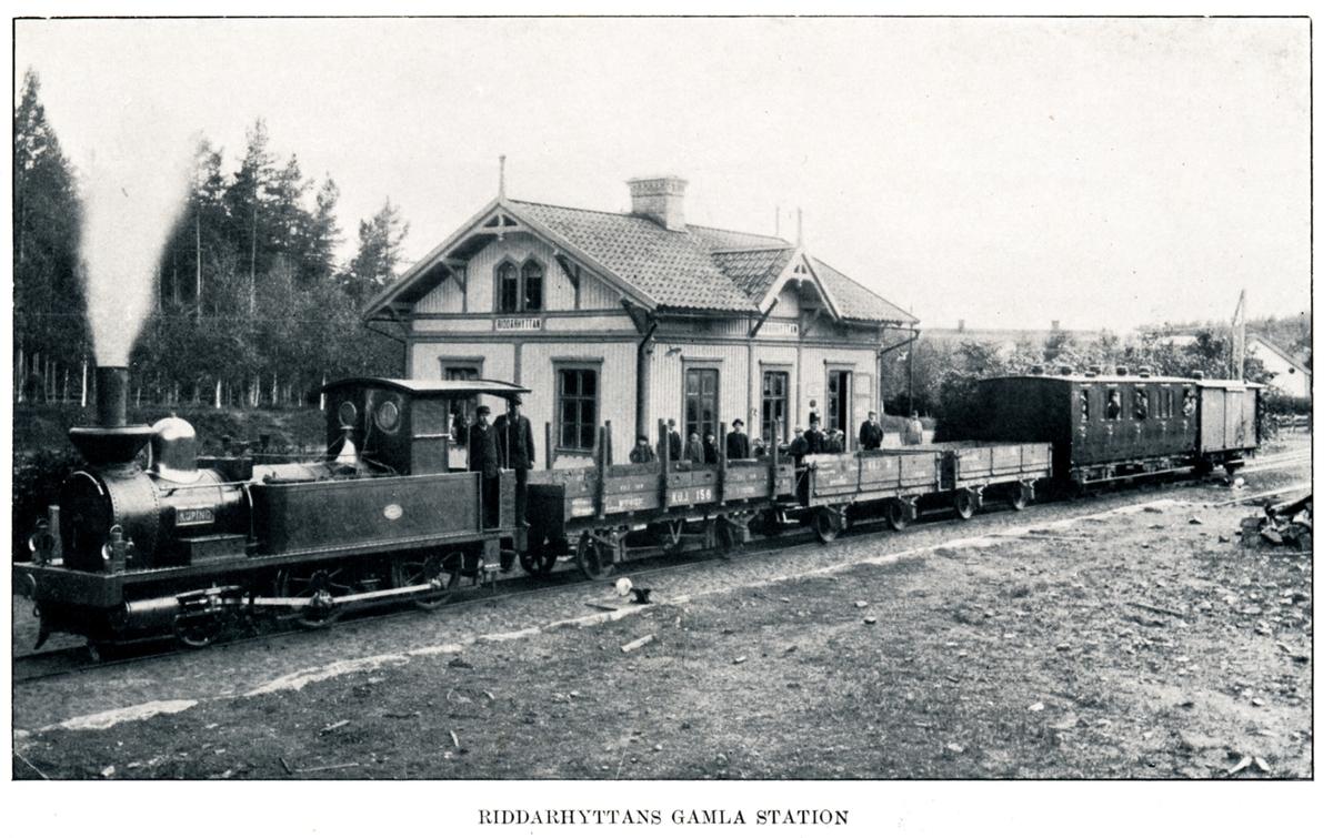 """Riddarhyttans gamla station KUJ lok 1 """"Köping"""".   Godsvagn KUJ 156."""