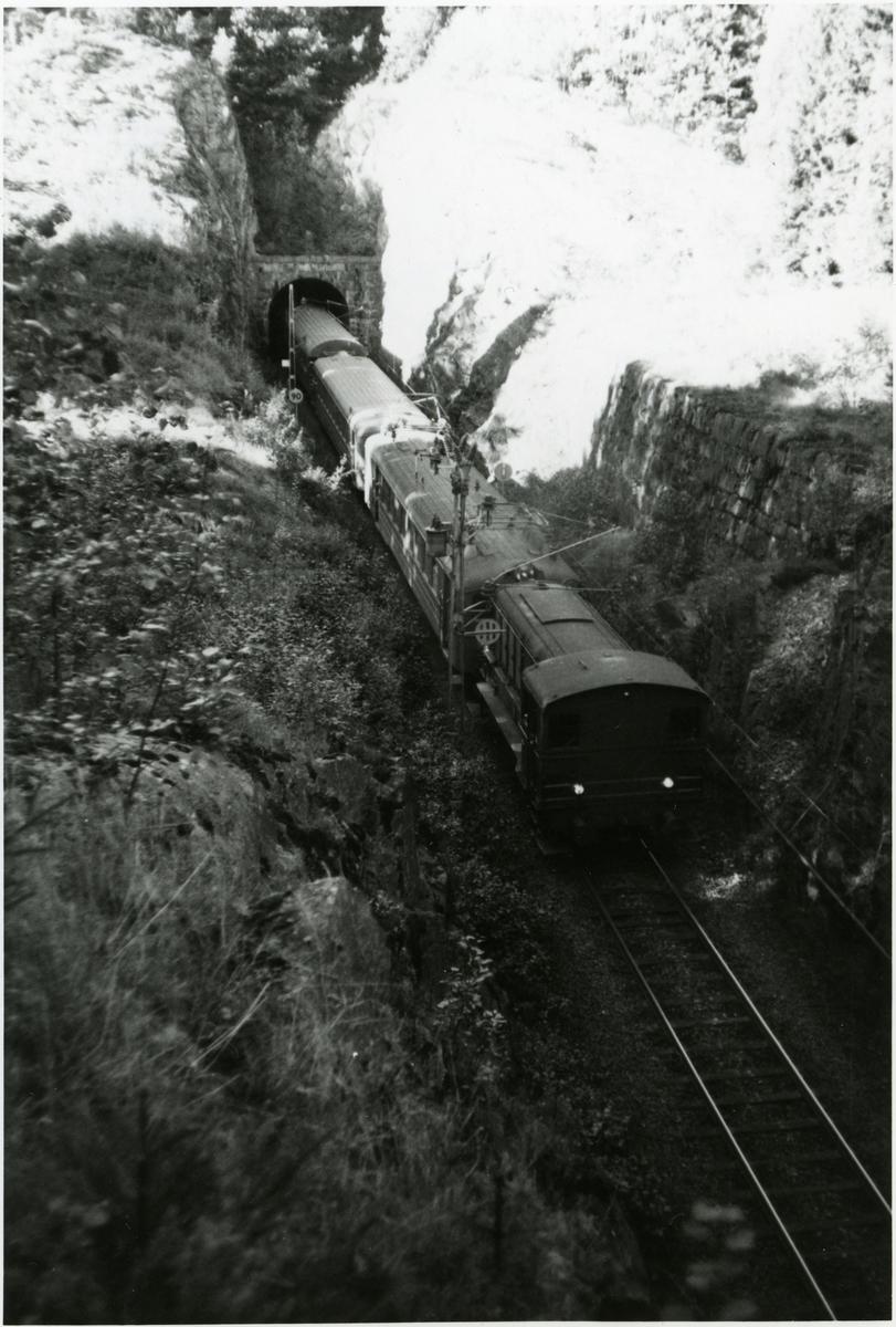 Statens Järnvägar, SJ V3, i järnvägstunnel i närheten av UIddevalla.
