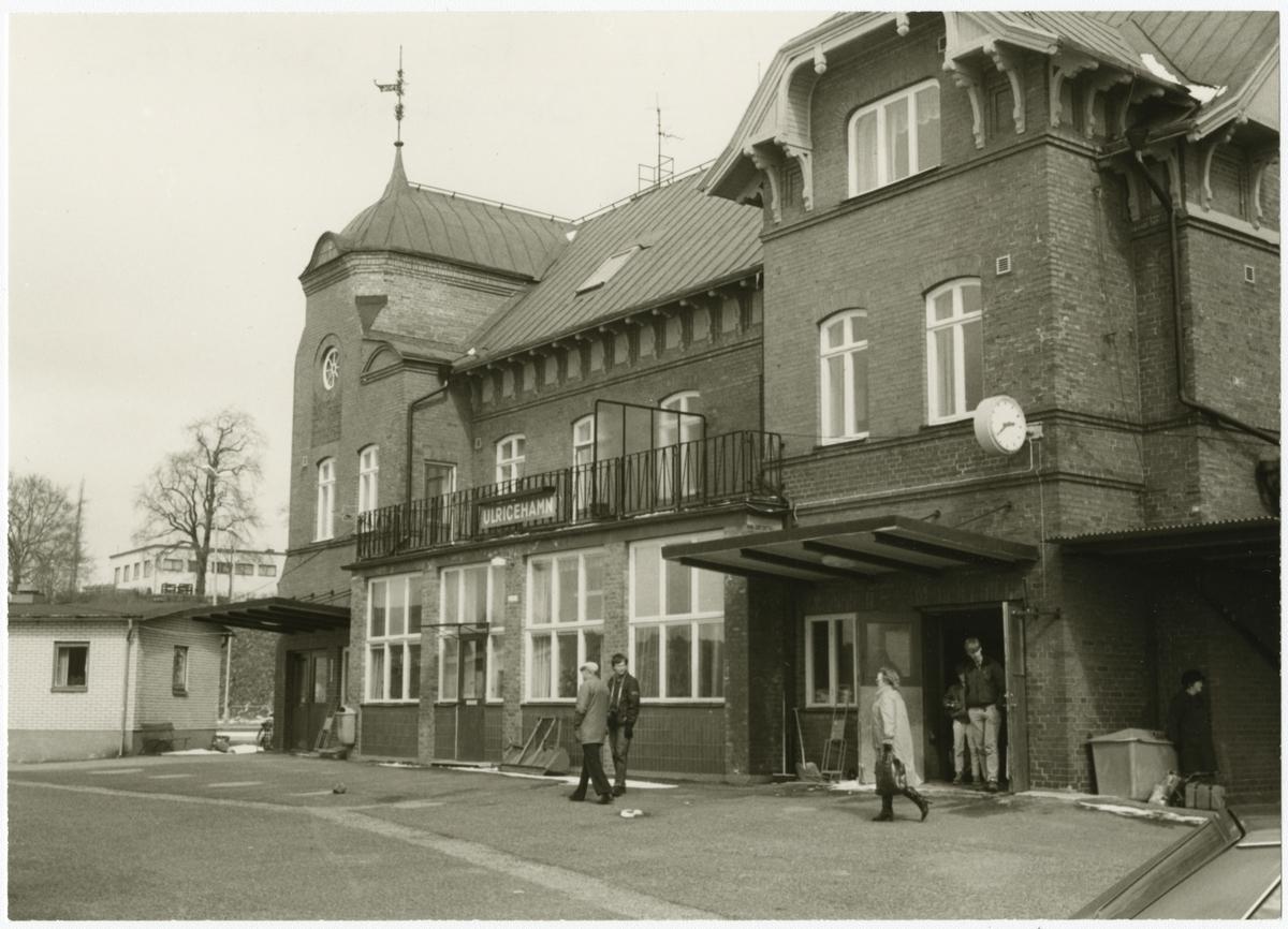 Ulricehamn stationshus sett från gatusidan.